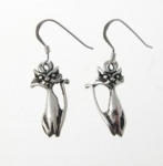 E184 Silver cat earrings