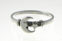 R132 Silver moon and star ring