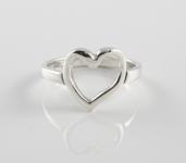 R146 Single heart ring