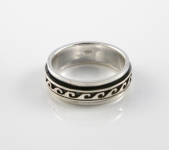 R255 Wave Spinner Ring