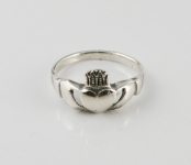 R52 Claddagh ring