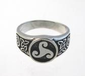 R230 Celtic triskele ring