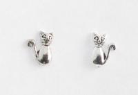 S28 Silver cat studs
