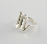 R152 Silver curved zig zag ring