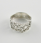 R131 Hearts and Flowers ring