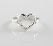 R146 Single heart ring