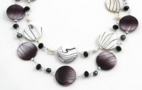 SHN22 Shell and freshwater pearl necklace